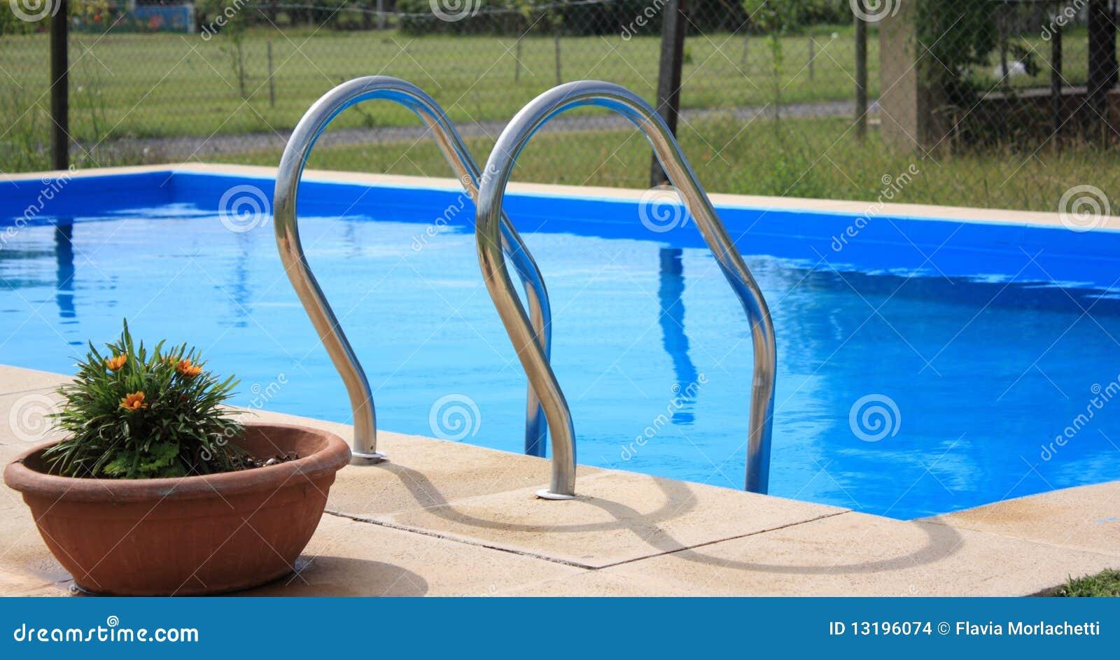 Piscina com escada imagens de stock imagem 13196074 - Business plan piscina ...