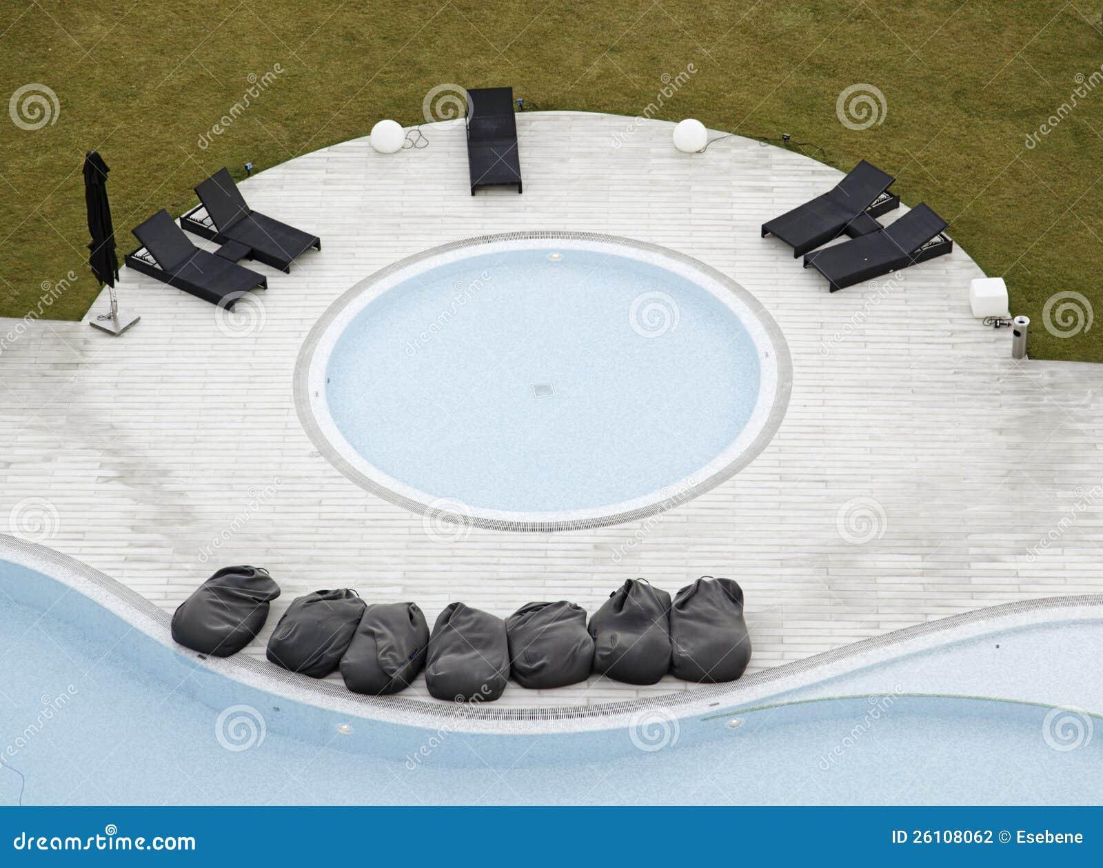 Piscina con el jacuzzi - Business plan piscina ...