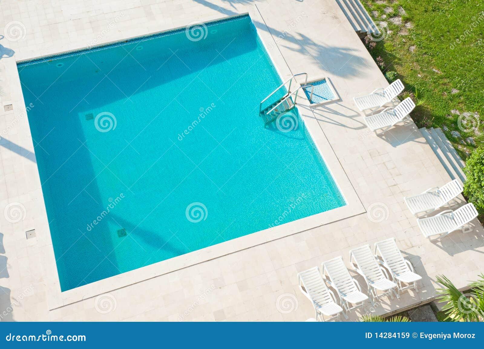 piscina cuadrada. imágenes de archivo libres de regalías - imagen