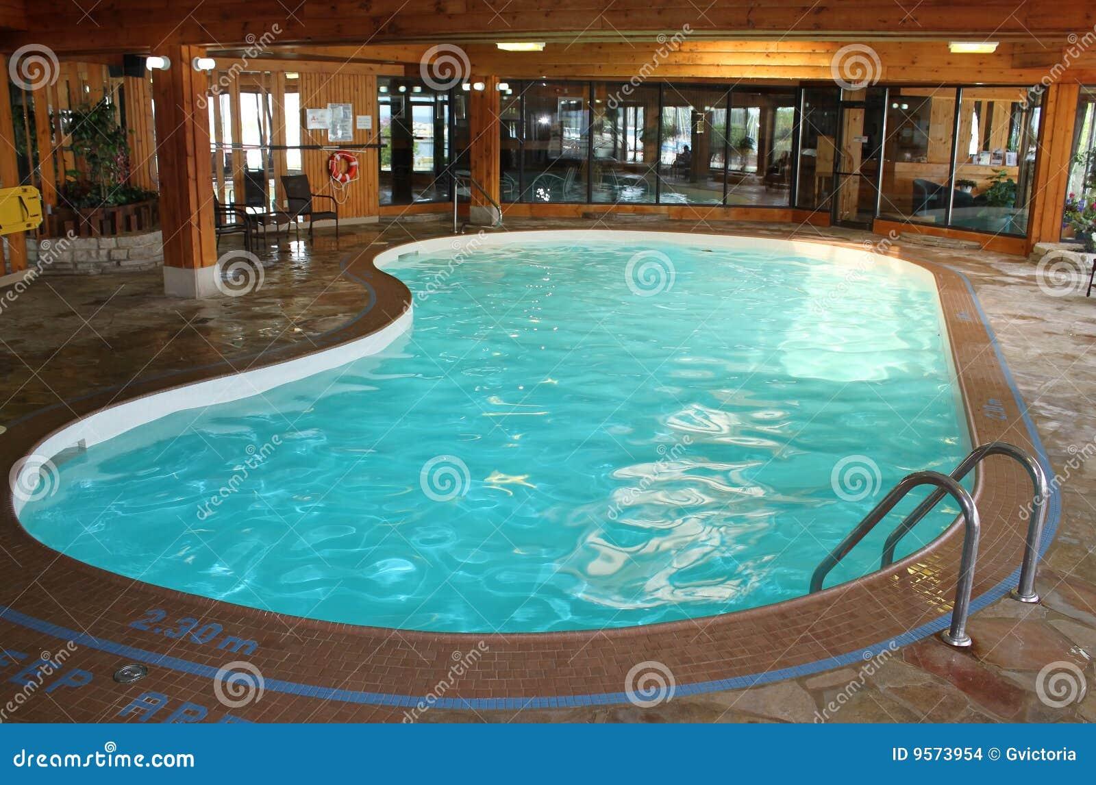 Piscina de interior foto de archivo imagen de piscina - Piscinas de interior ...