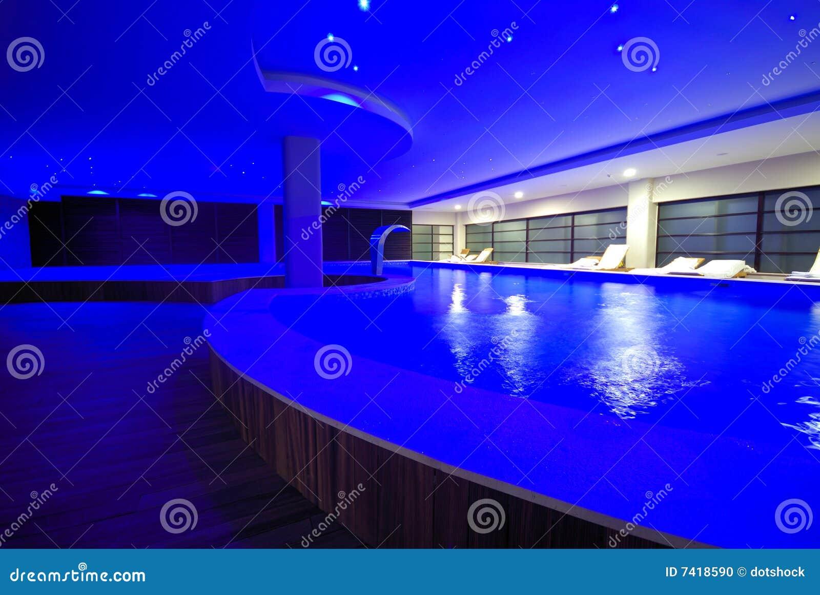 Piscina de interior de lujo foto de archivo imagen 7418590 Piscina interior precio