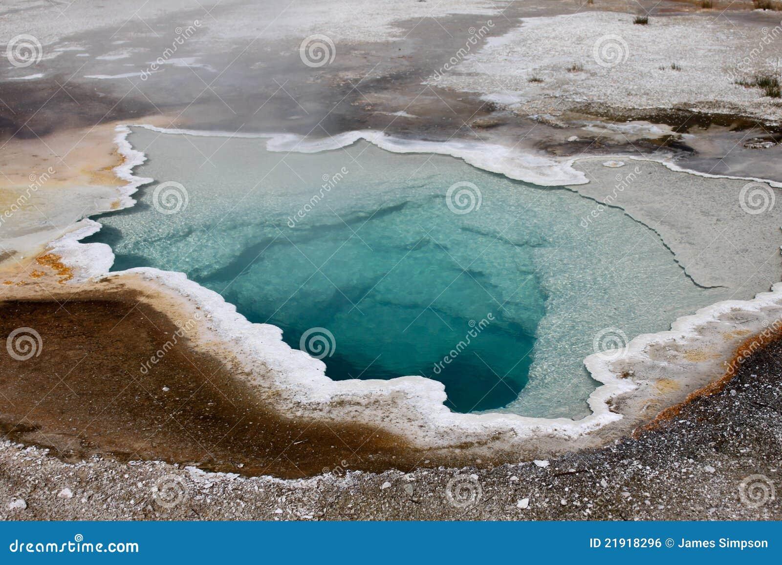 Piscina de la agua caliente del géiser
