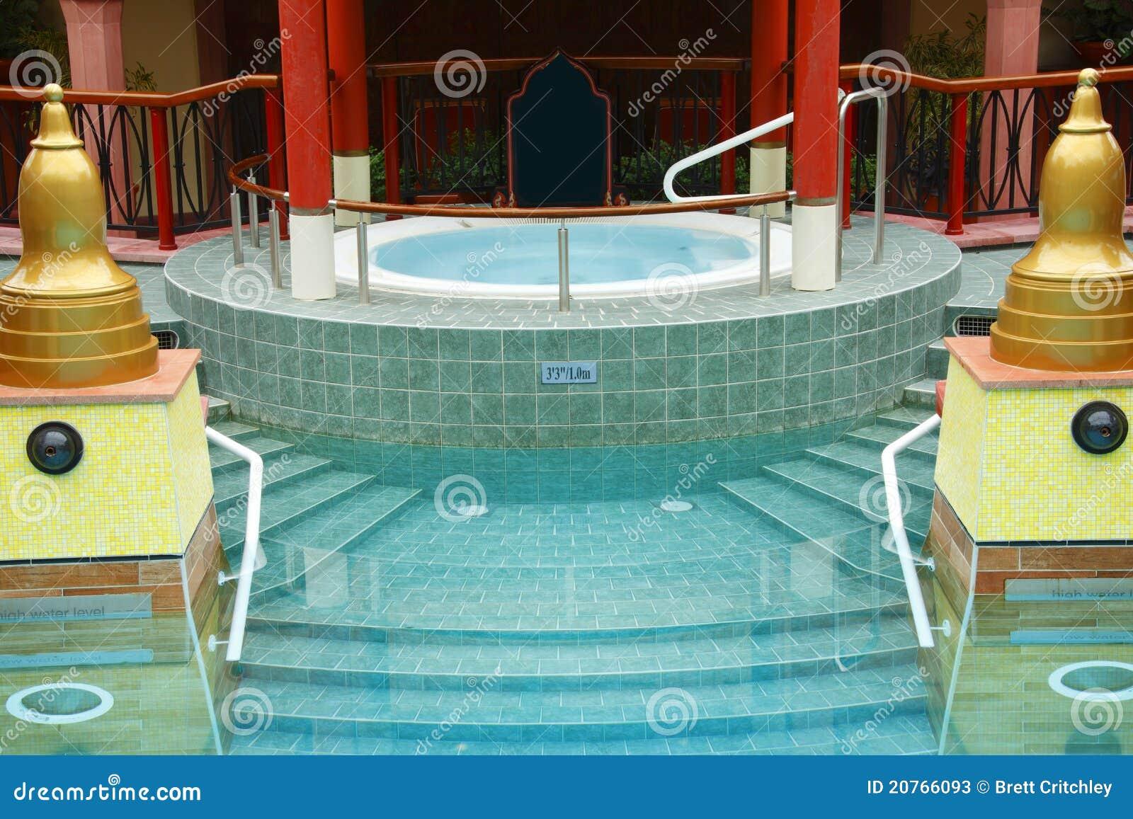 Piscina de lujo del balneario del jacuzzi imagen de for Balneario de fortuna precios piscina