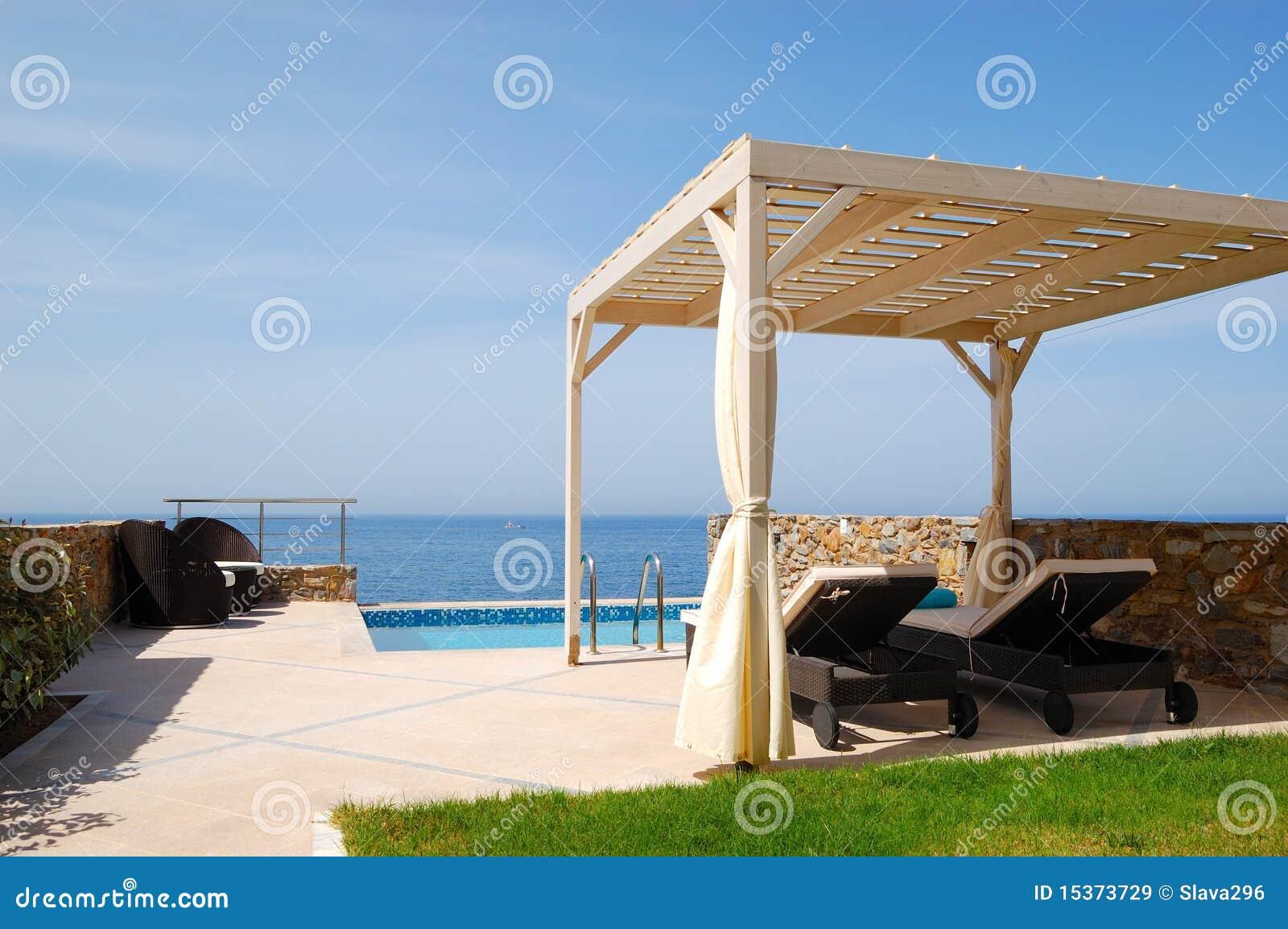 Piscina en el chalet de lujo moderno - Business plan piscina ...