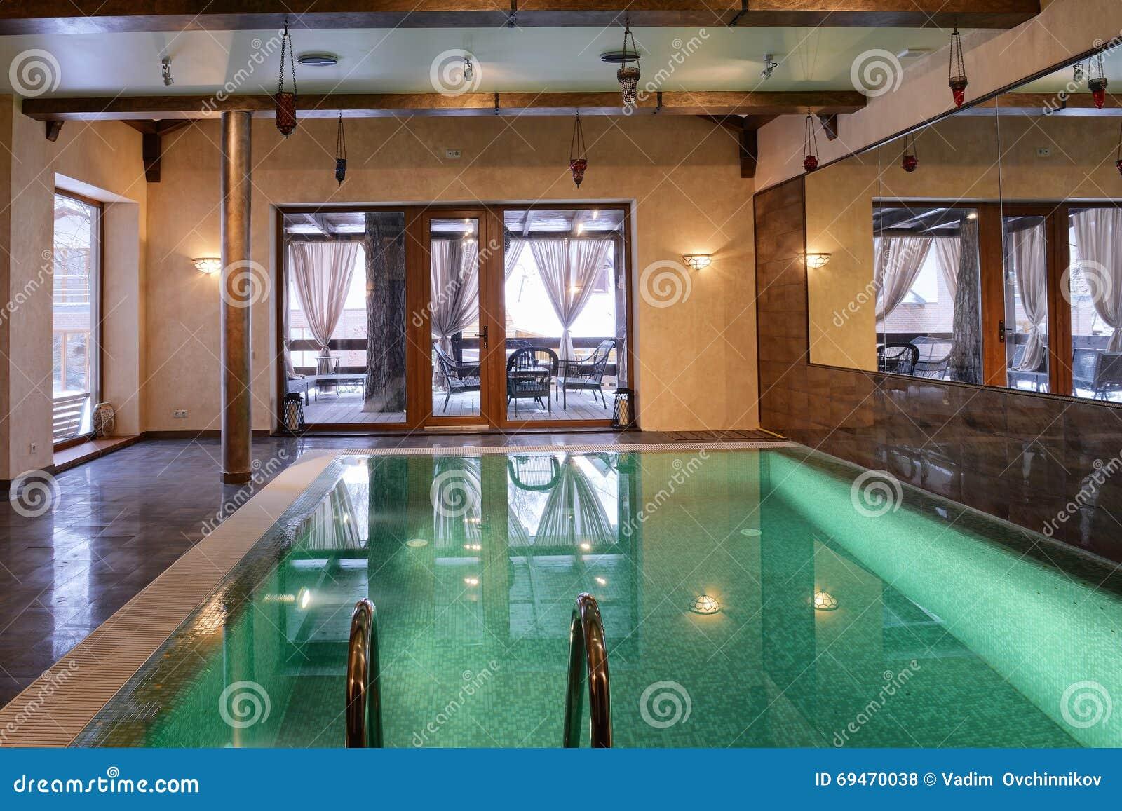 Piscina interior home foto de stock imagem de casa home 69470038 - Piscina interior casa ...