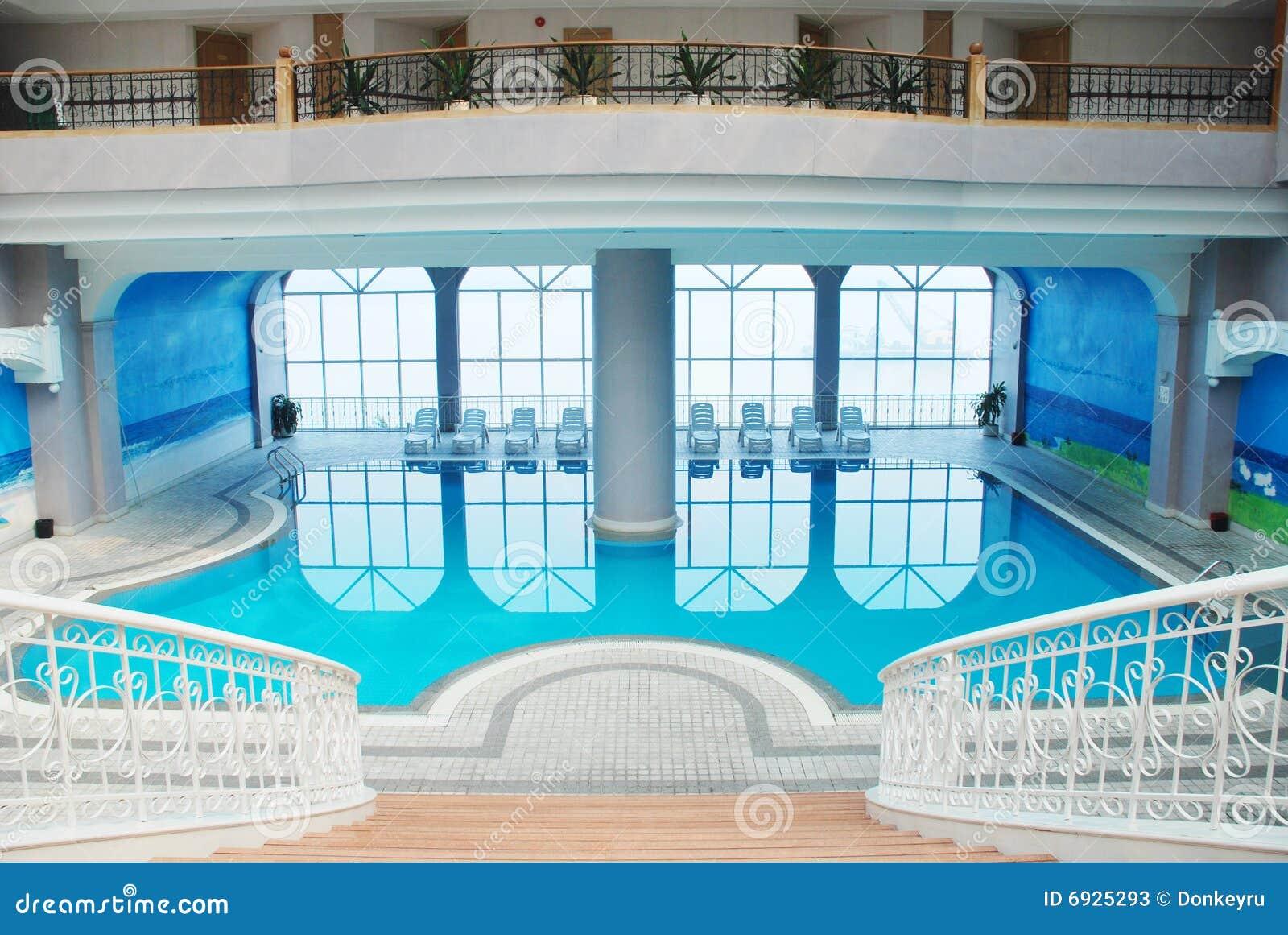 A piscina interna fotos de stock imagem 6925293 - Business plan piscina ...