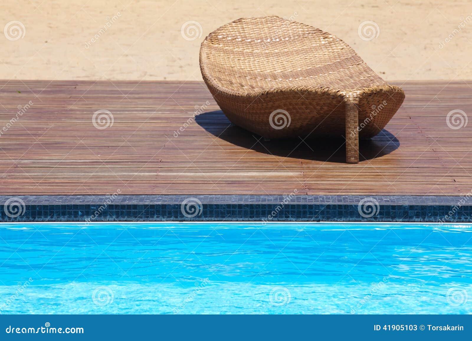 Piscina lateral de las sillas de playa
