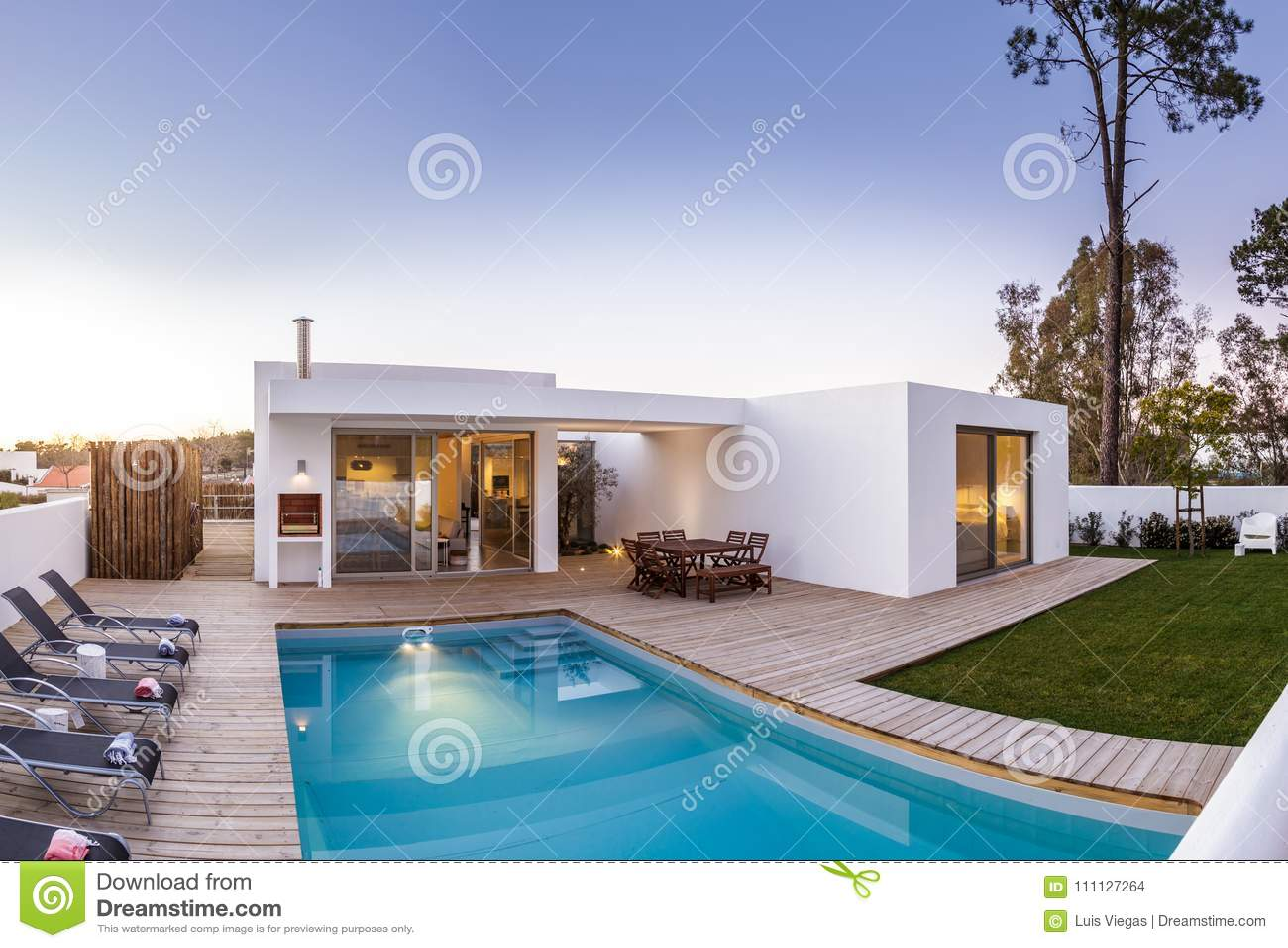 Casa con giardino e piscina casa julia con giardino e for Case indipendenti in vendita genova