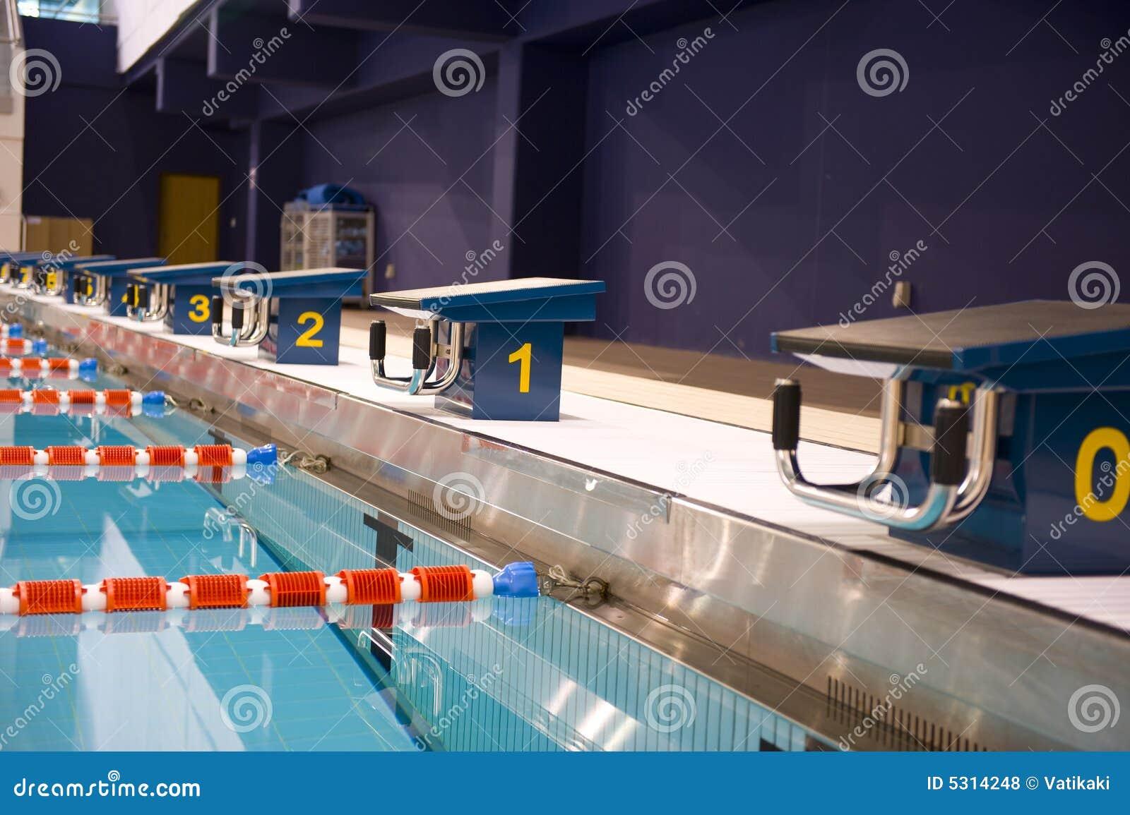 Download Piscina olimpica fotografia stock. Immagine di swimming - 5314248
