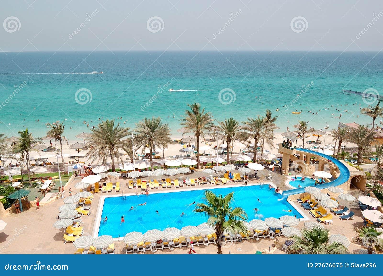 Piscina perto da praia no hotel de luxo foto de stock royalty free imagem 27676675 - Business plan piscina ...