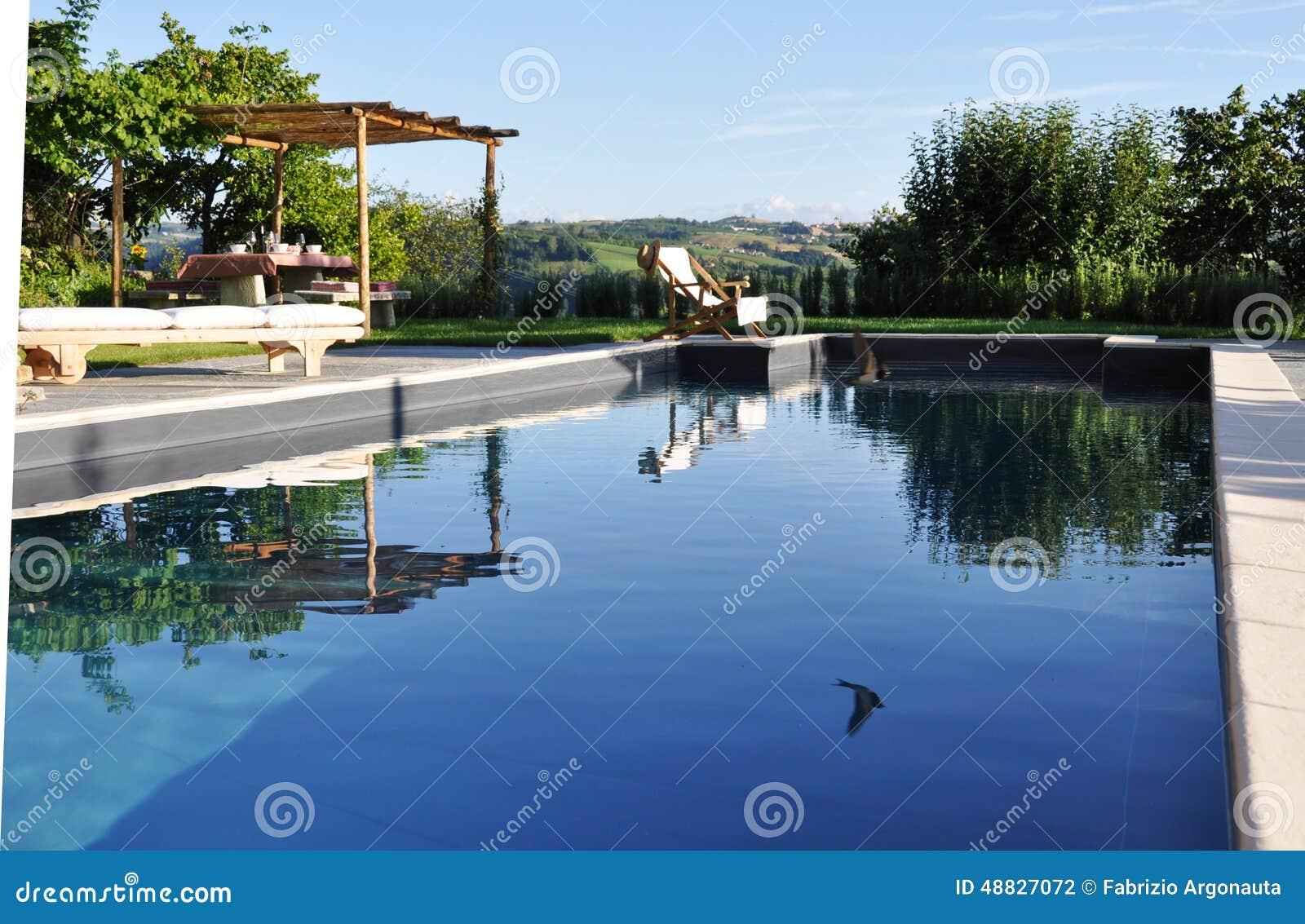 Piscine All Aperto Piemonte piscina privata lussuosa fotografia stock. immagine di