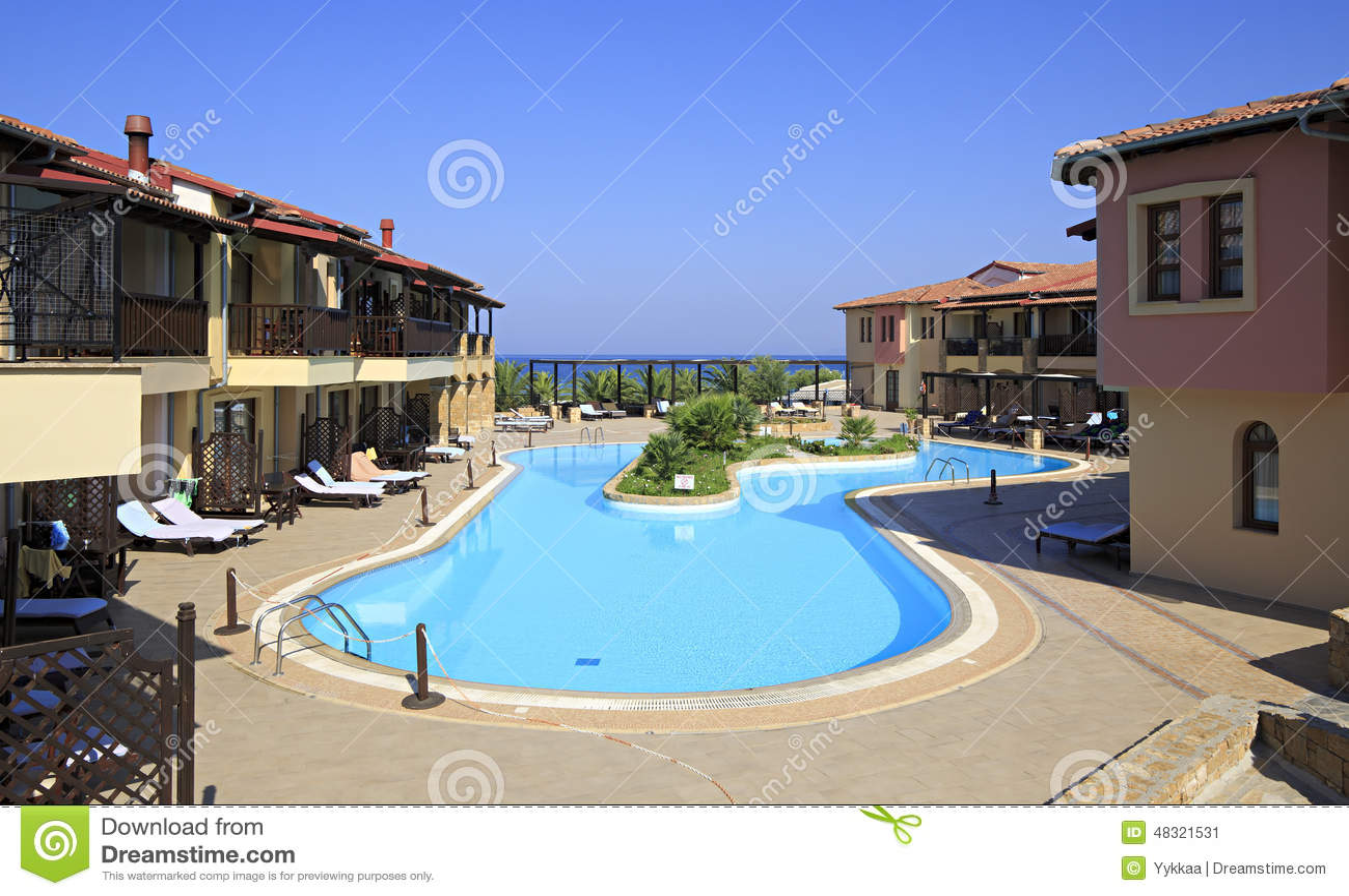 Piscina sul sito dell 39 hotel della spiaggia del mare di for Piano del sito piscina