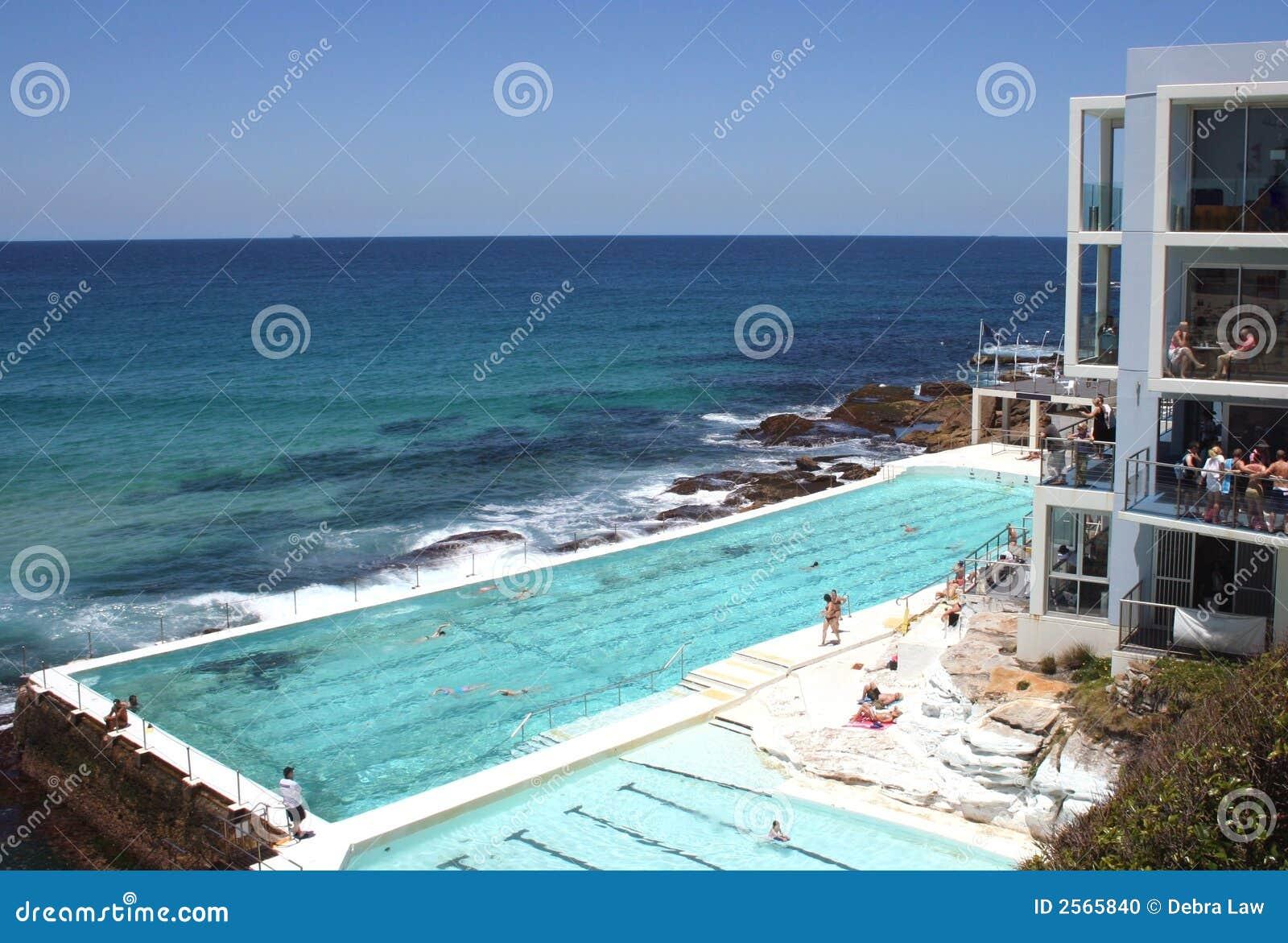 Piscina sydney de la playa de bondi foto de archivo for Piscina playa precio