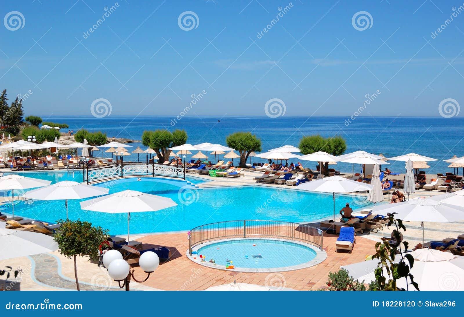 Piscina y playa del hotel de maris de la tierra imagen for Piscina playa precio
