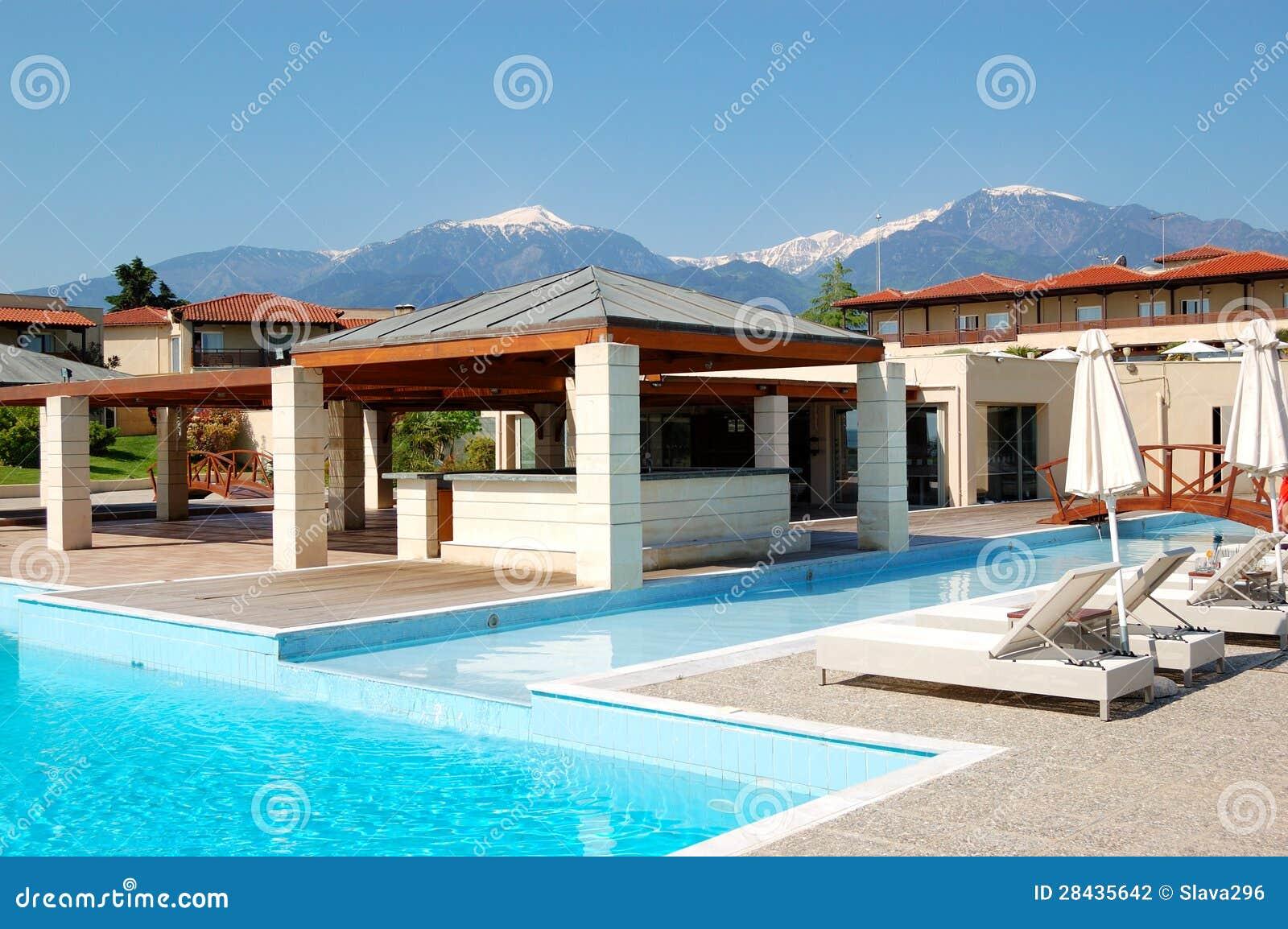 Piscina y restaurante al aire libre en el hotel de lujo moderno fotograf a de archivo imagen - Business plan piscina ...