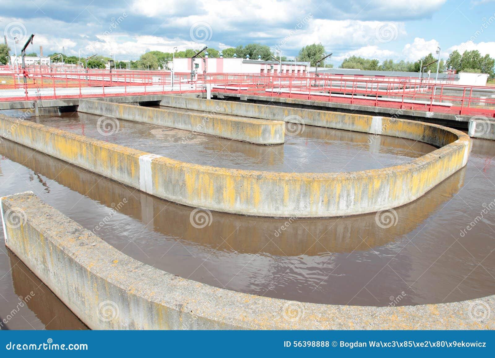 Piscinas con aguas residuales foto de archivo imagen de for Piscina alcantarilla