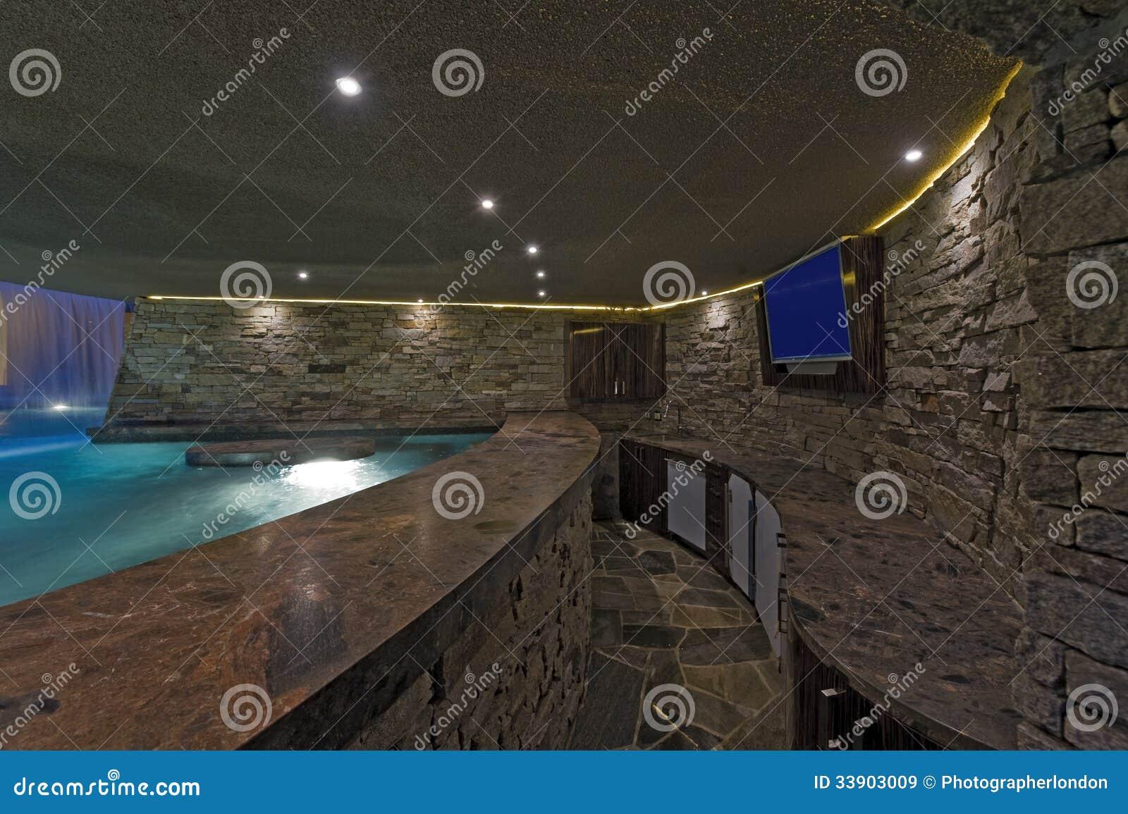 Piscine avec la tv sur le mur en pierre images libres de droits image 3390 - Chambre avec mur en pierre ...