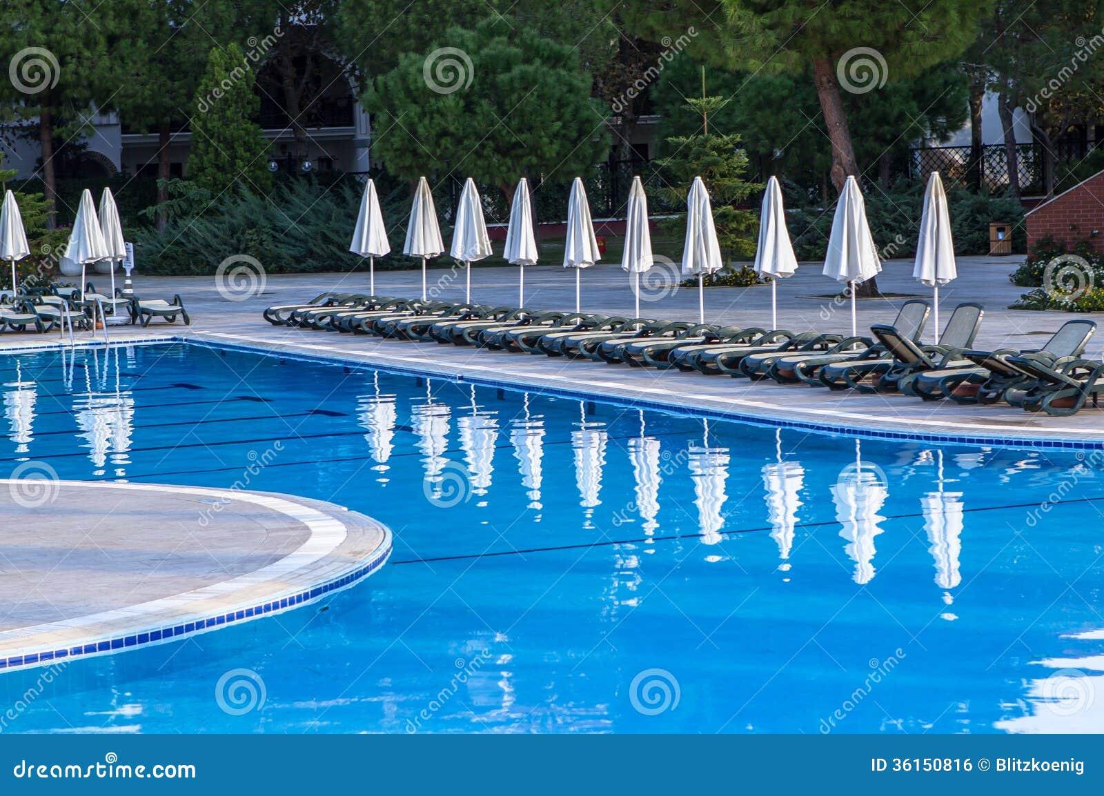 Piscine d 39 h tel photo stock image du fonc vide t for Piscine d hotel