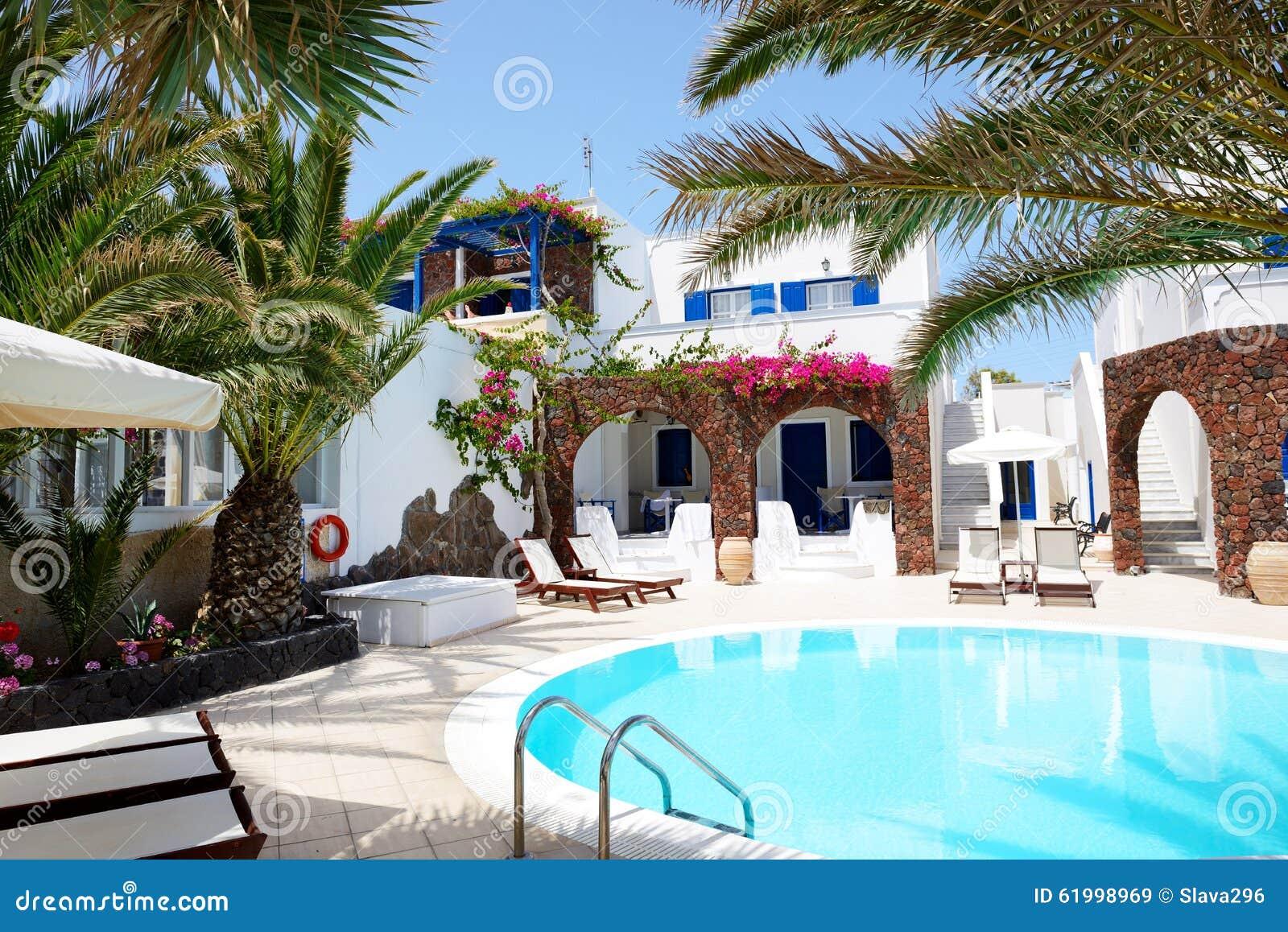 Piscine d 39 h tel dans le style grec traditionnel image for Piscine d hotel