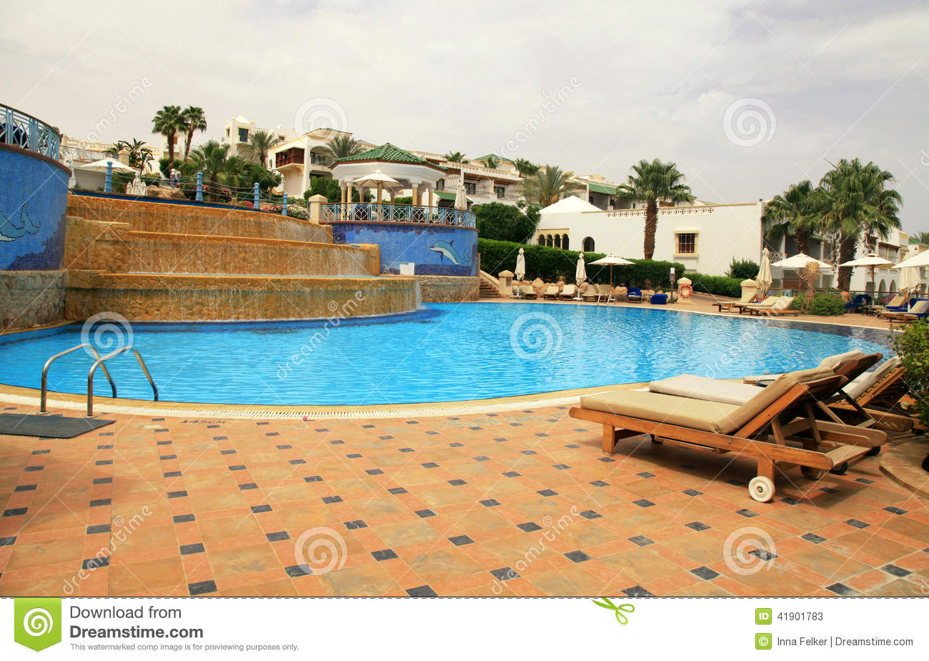 Piscine d 39 h tel de luxe egypte image stock image 41901783 for Piscine destock