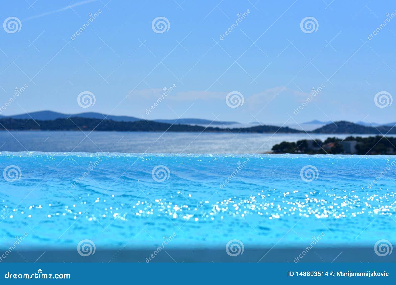 Piscine d infini avec la vue ? la Mer Adriatique