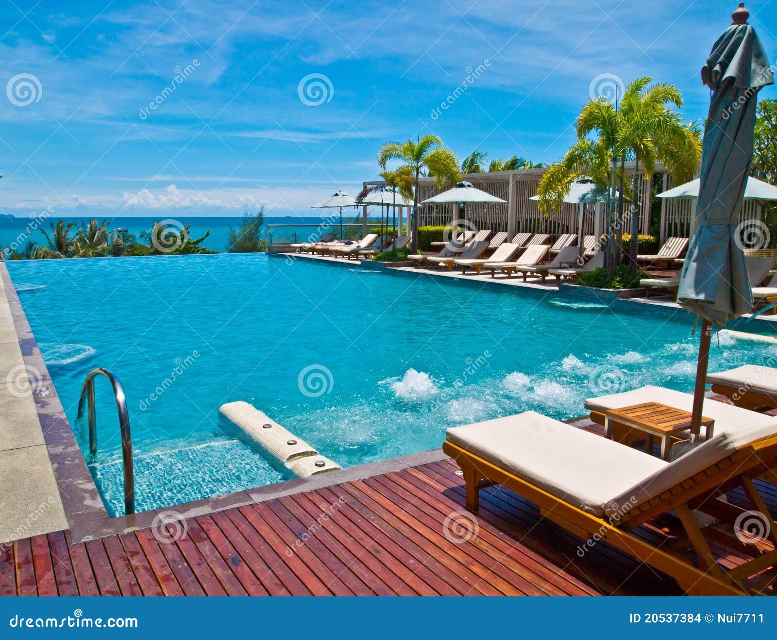 Piscine d un h tel pr s de la plage de pattaya for Piscine d hotel