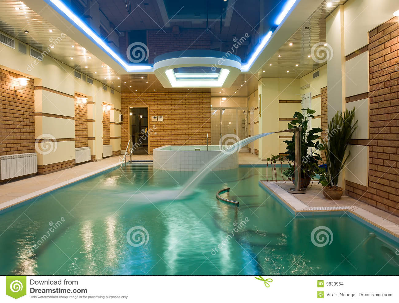 Piscine de luxe photo stock image du m tal lumi re for Piscine destock