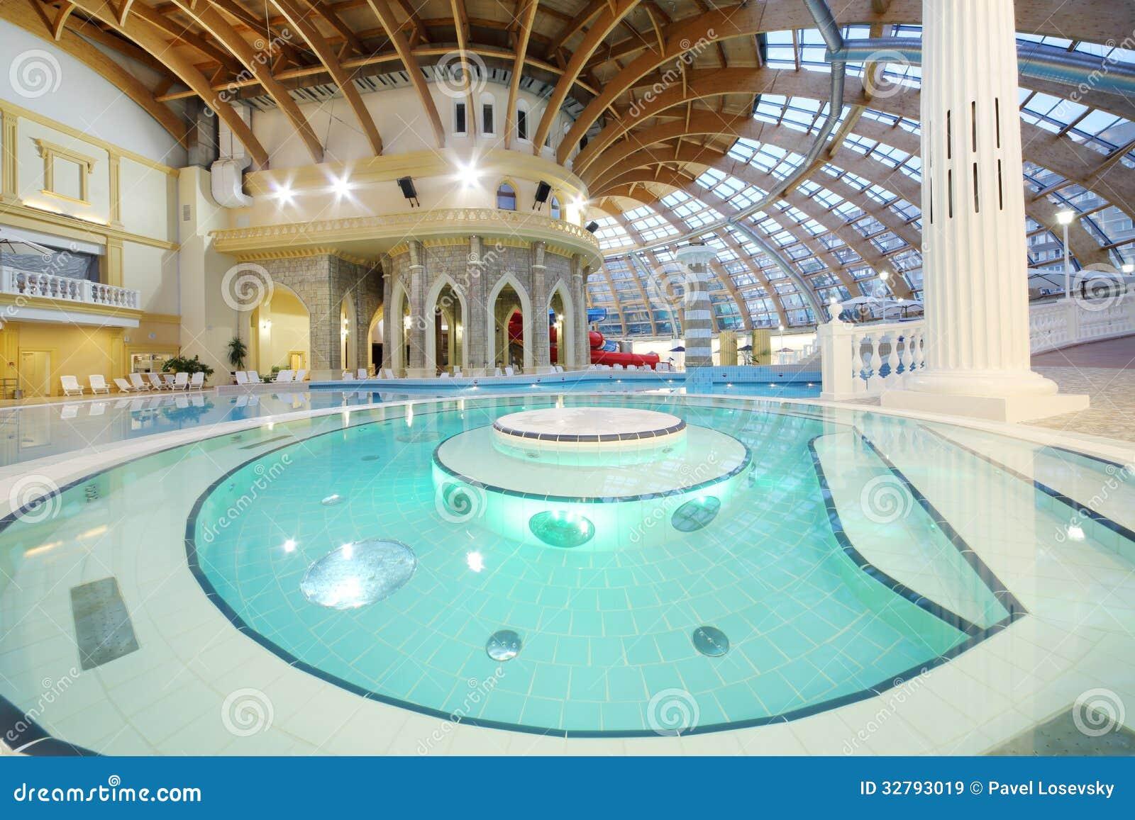 Piscine et d me dans le waterpark caribia image stock for Dome piscine