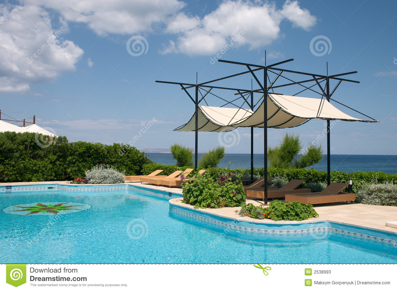 piscine et parasol photos stock image 2538993