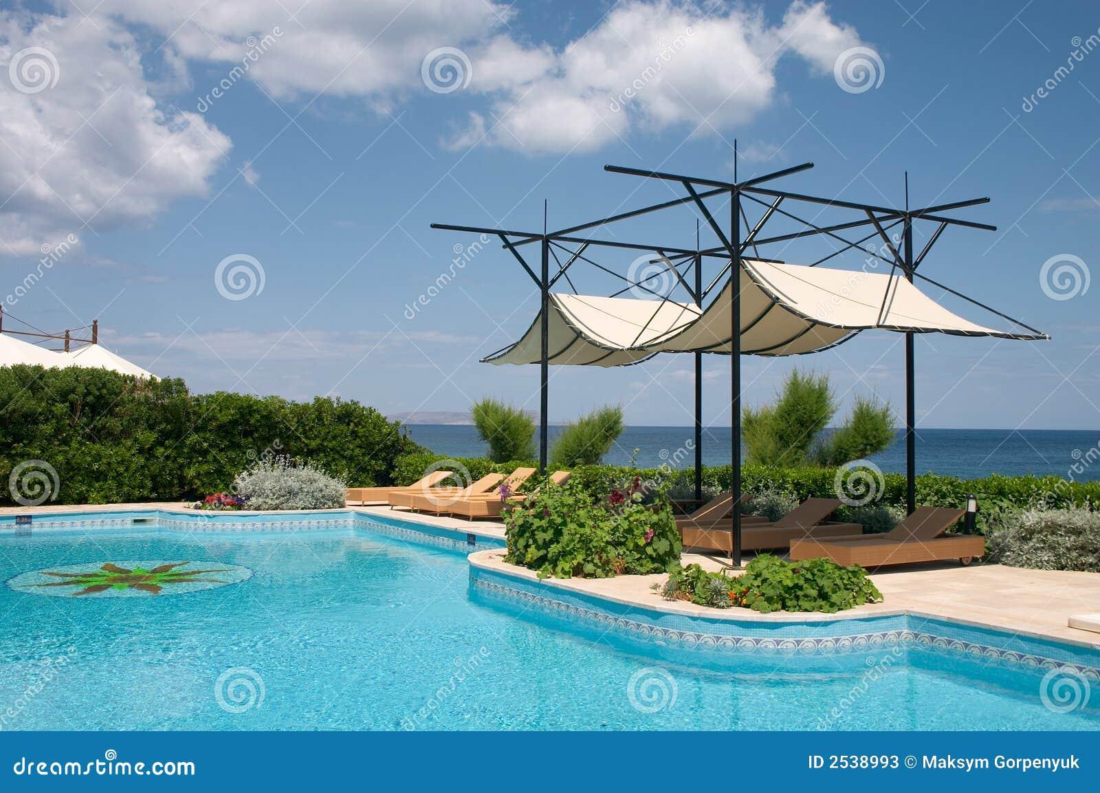 piscine et parasol photos stock image 2538993. Black Bedroom Furniture Sets. Home Design Ideas