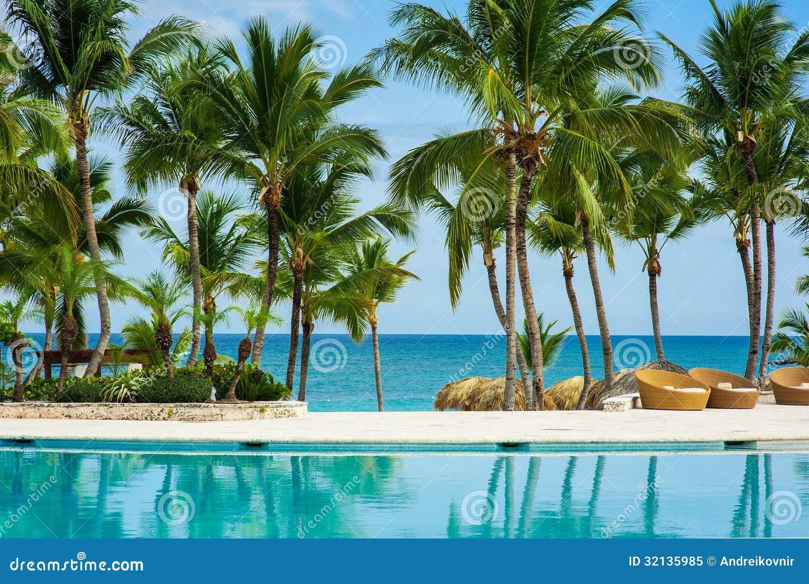 Piscine extérieure de piscine de station de vacances d hôtel de luxe ...