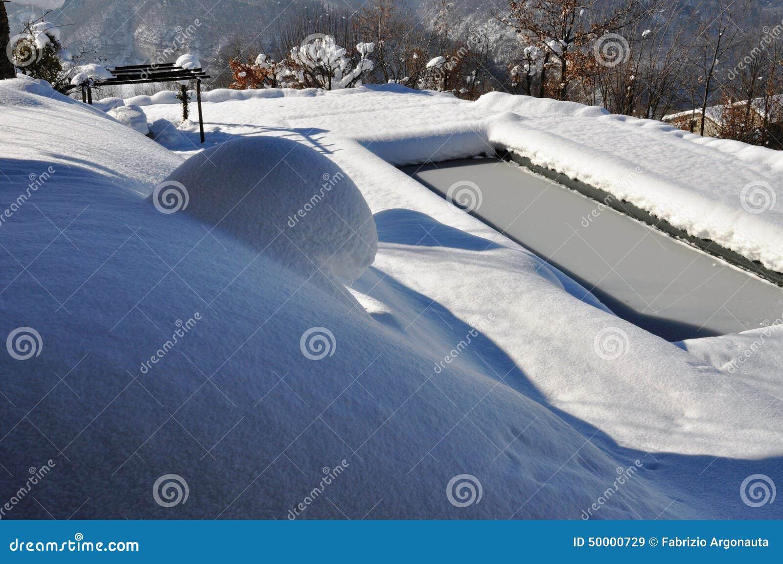Piscine extérieure en hiver