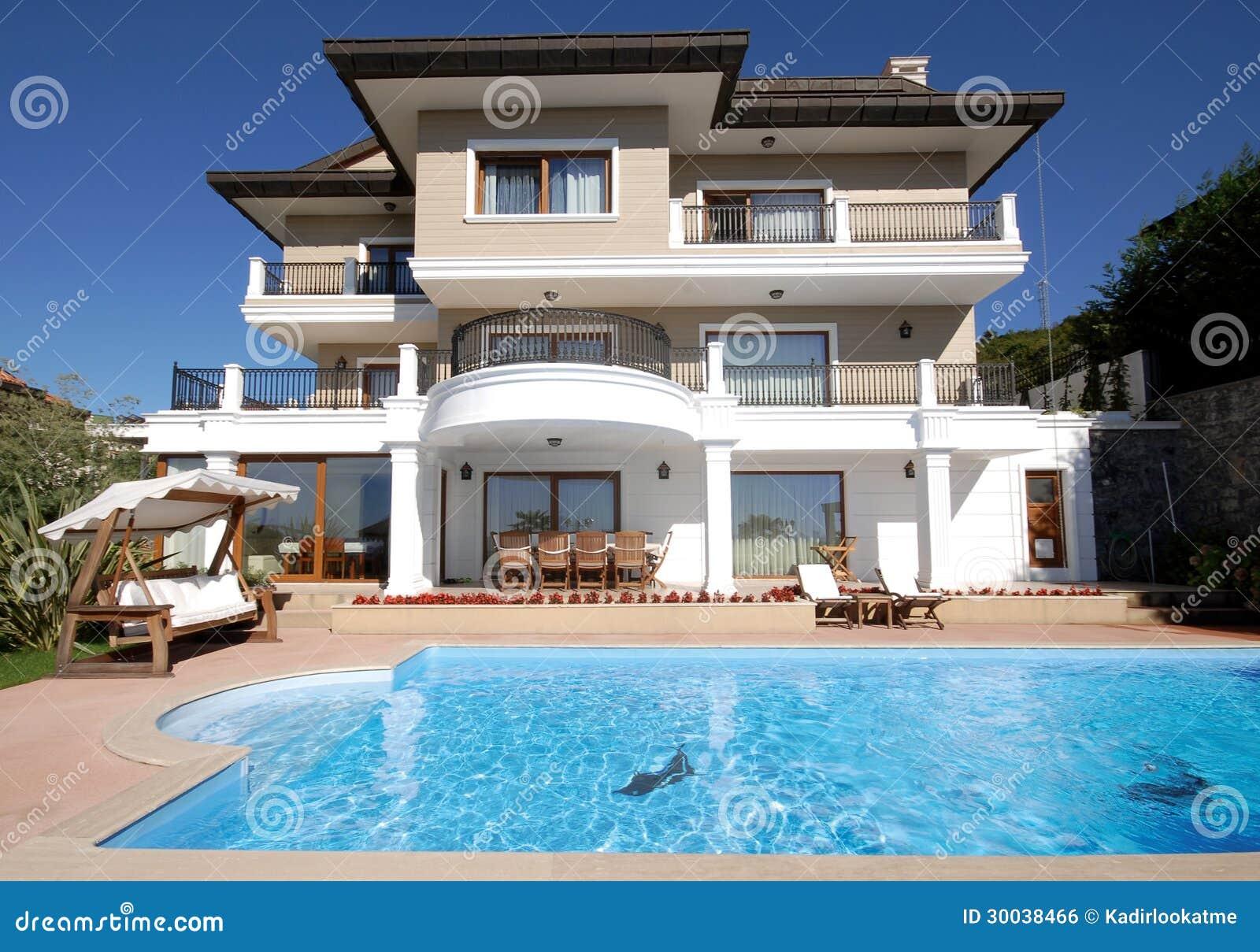 Tir la maison de luxe de piscine image libre de droits - Piscine dans la maison ...