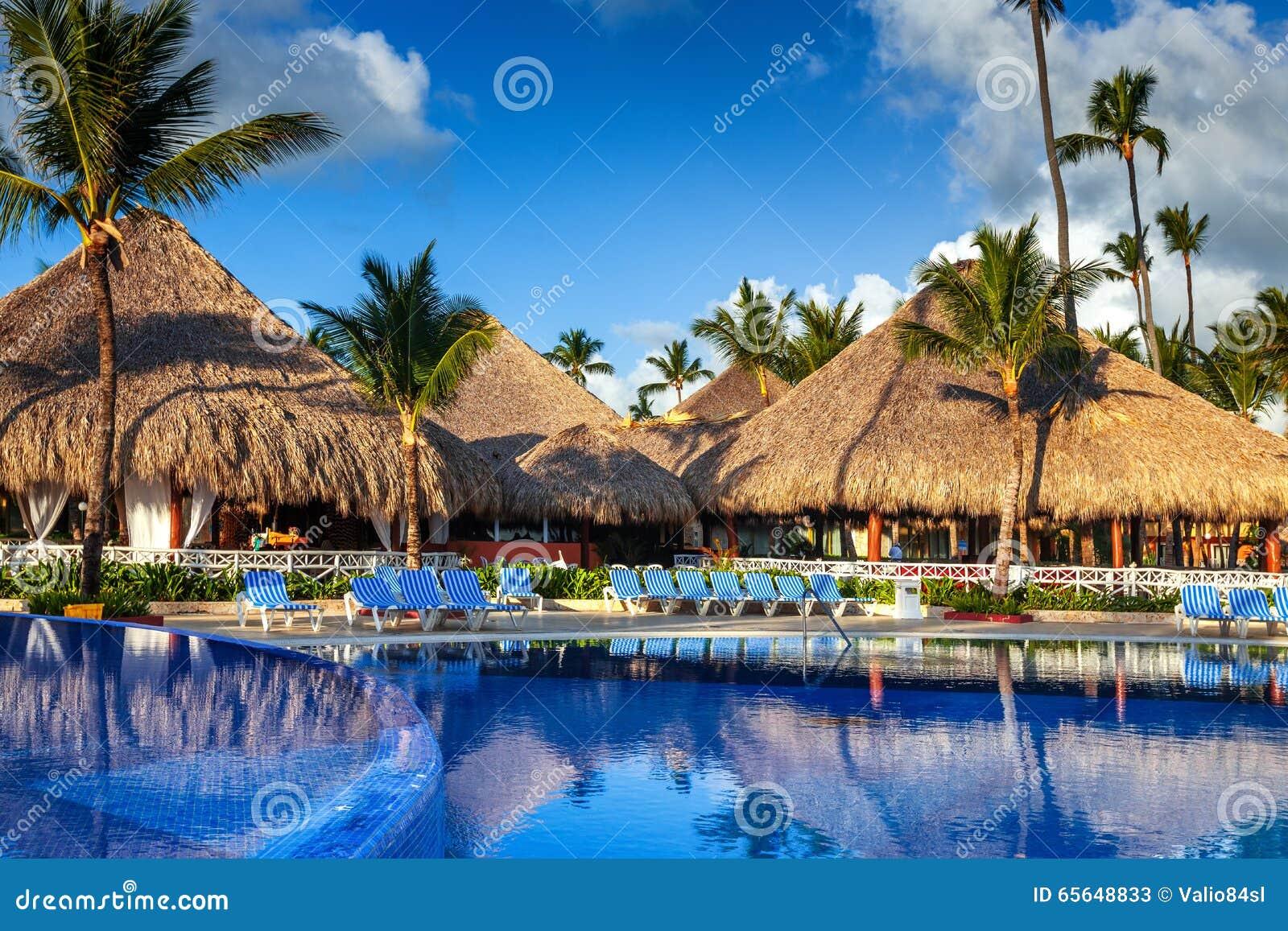 Piscine tropicale dans le lieu de villégiature luxueux, Punta Cana