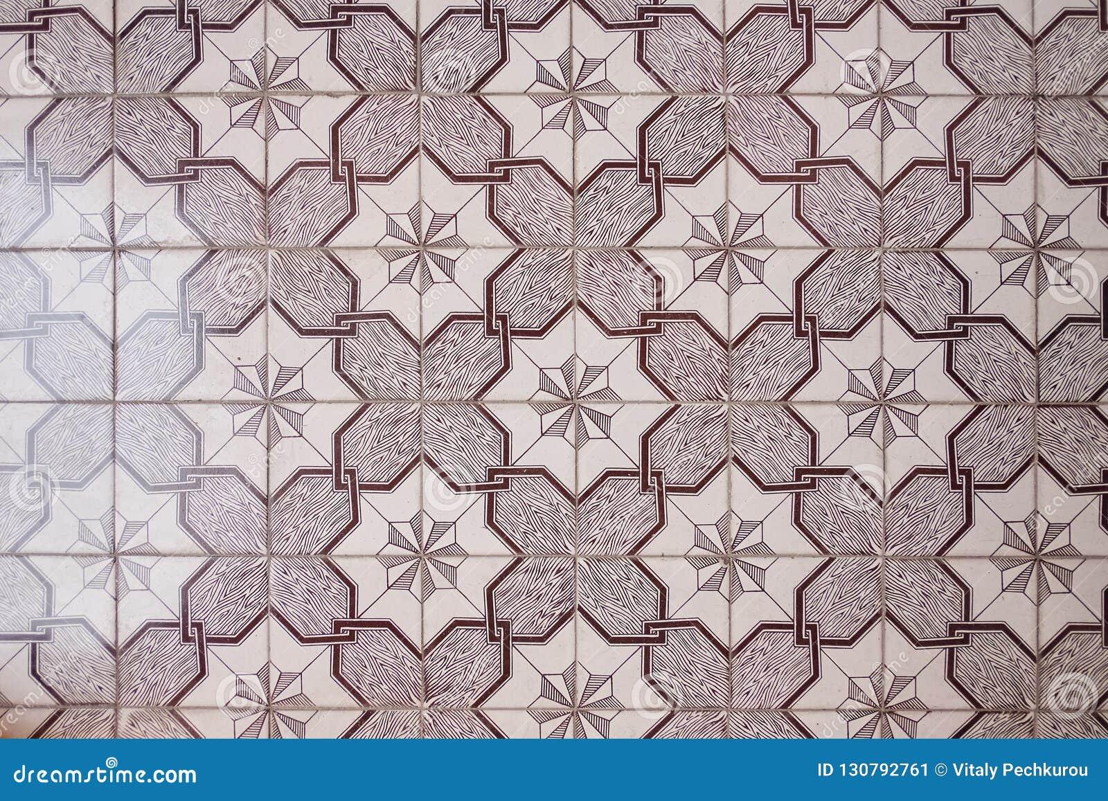 Piso de los modelos de cerámica triangulares púrpuras de las tejas decorativas
