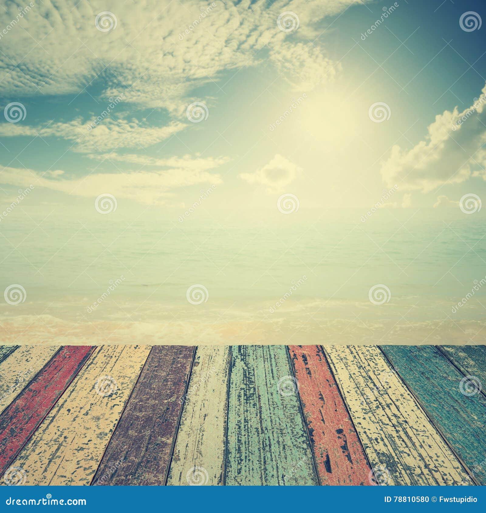 Piso de madera en el mar de la playa y cielo azul para el for Pisos en la playa