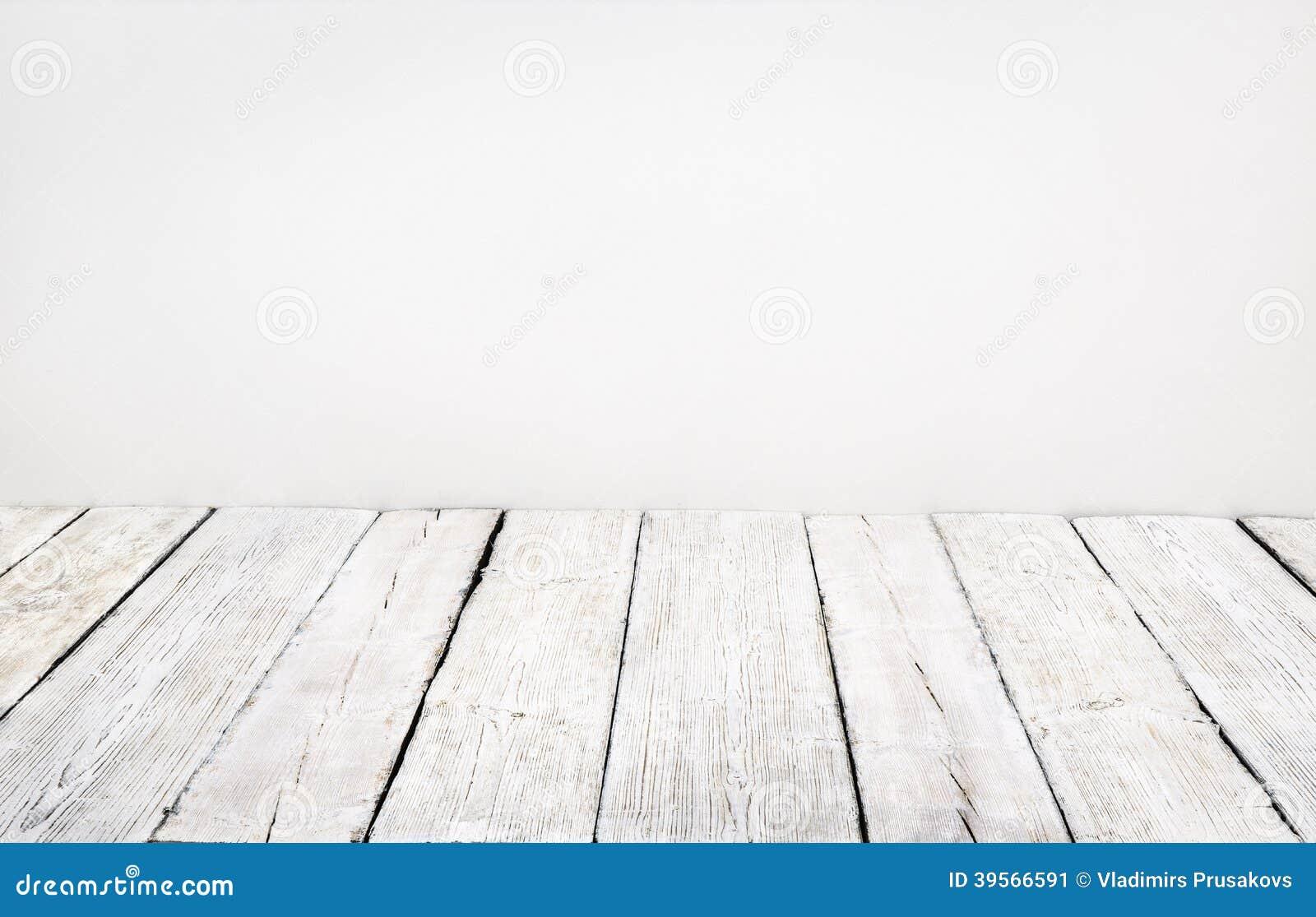 Piso de madera, tablón de madera viejo, interior blanco de la sala de juntas