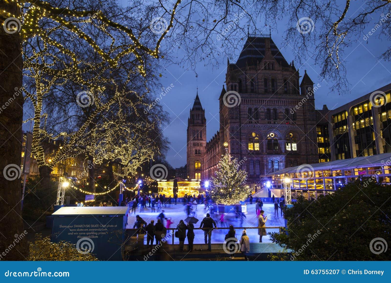 Pista de gelo do Natal no museu da história natural em Londres