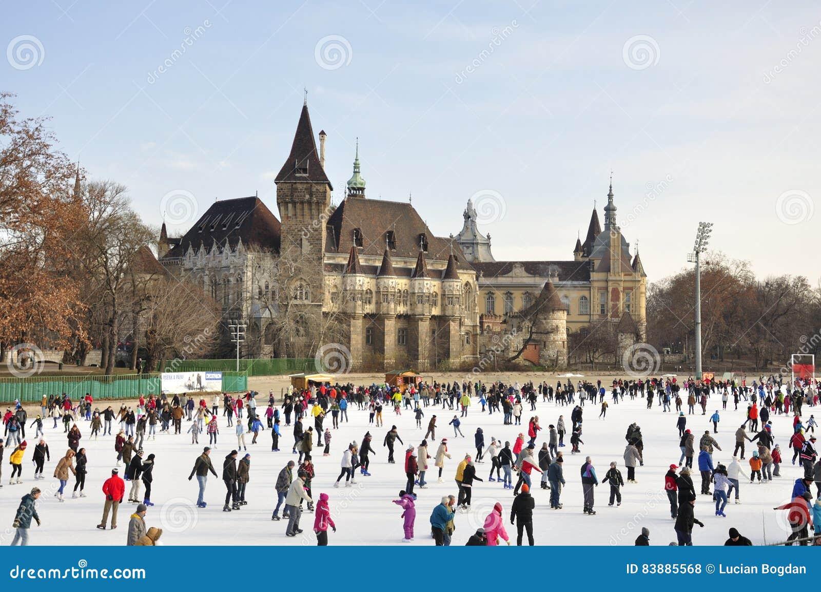 Pista de hielo del parque de la ciudad de Budapest