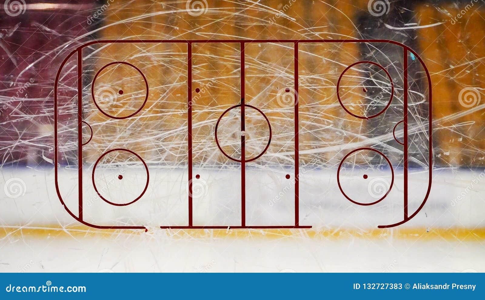 Pista de hockey sobre hielo sobre el vidrio