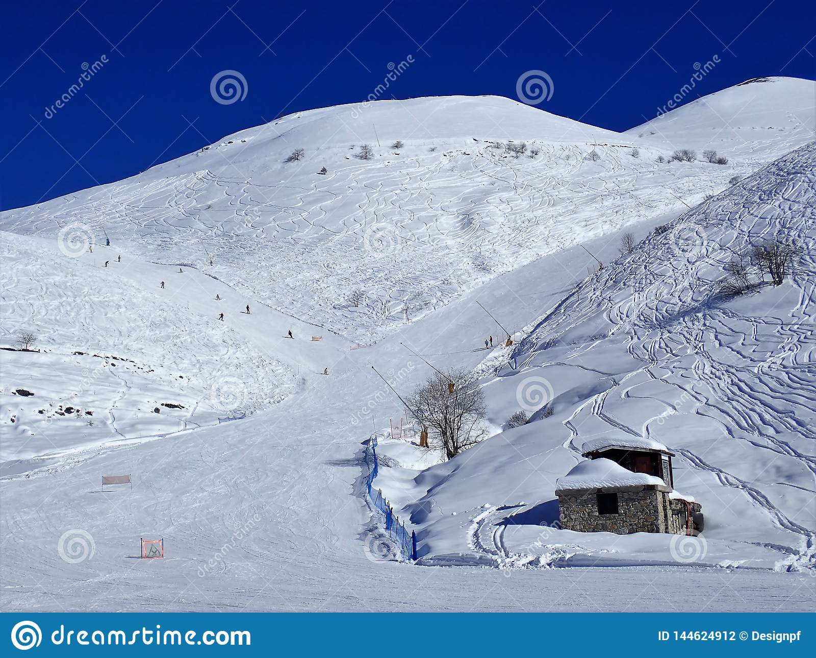 Piste Caudano czerwień i błękitni bieg, Prato Nevoso, prowincja Cuneo, Włochy