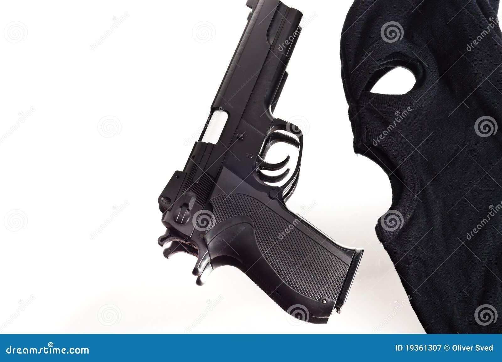 Pistola e máscara de um ladrão