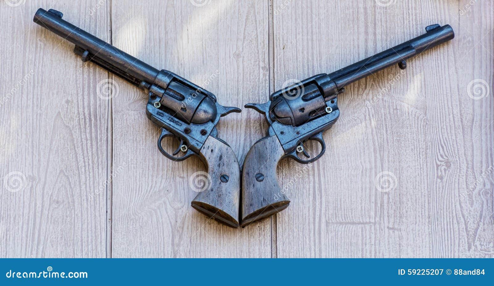 Pistolas viejas del fusil de chispa