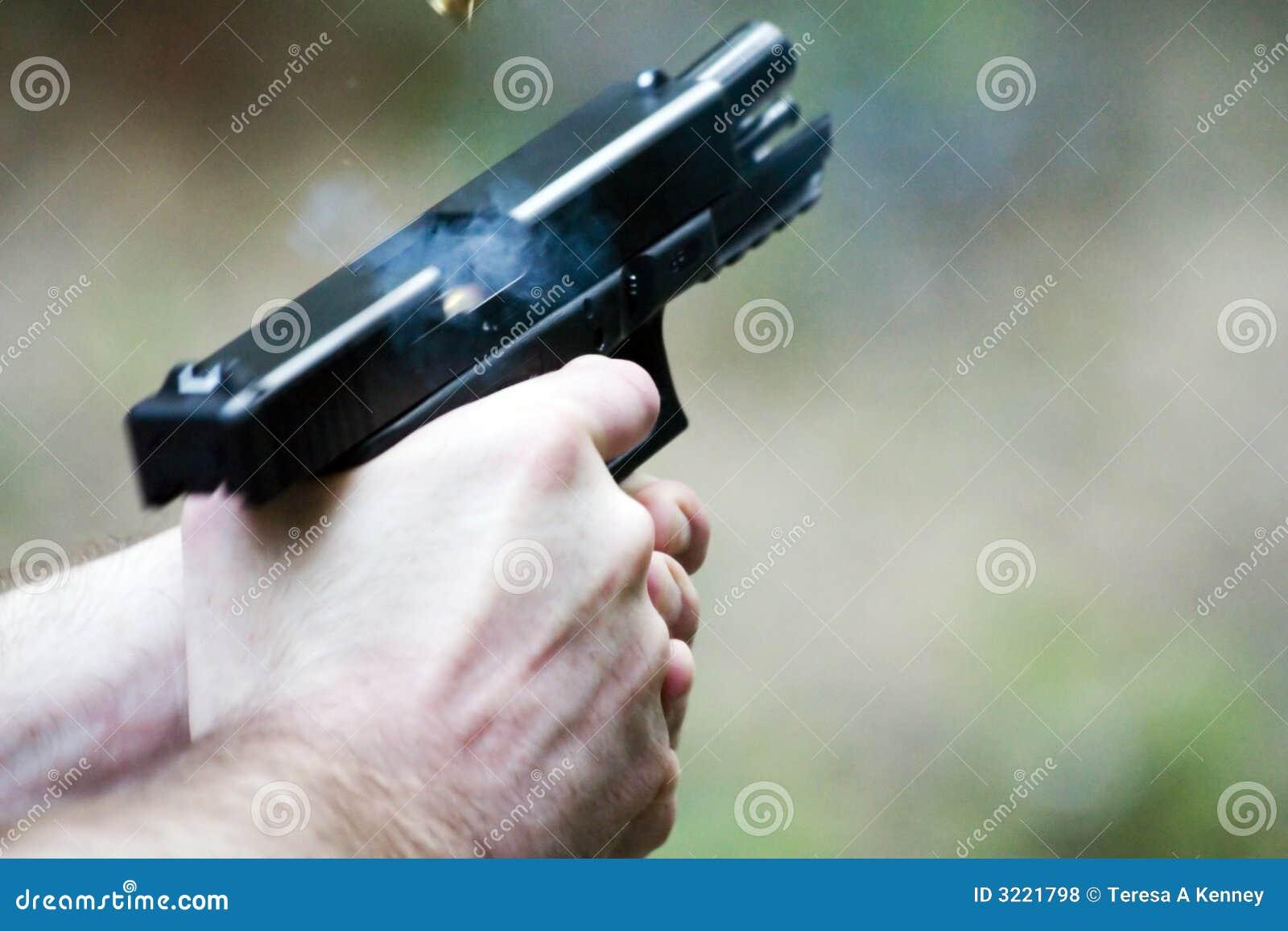 Pistole in der Tätigkeit