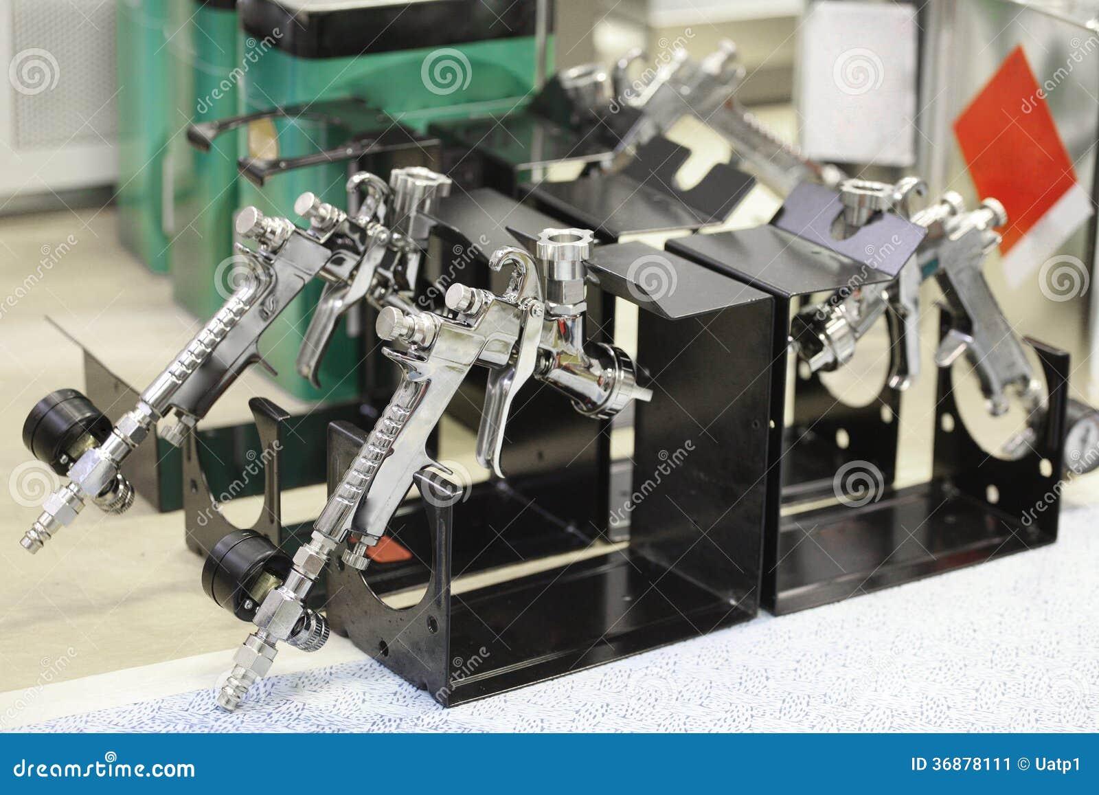 Download Pistole pneumatiche immagine stock. Immagine di riparazioni - 36878111