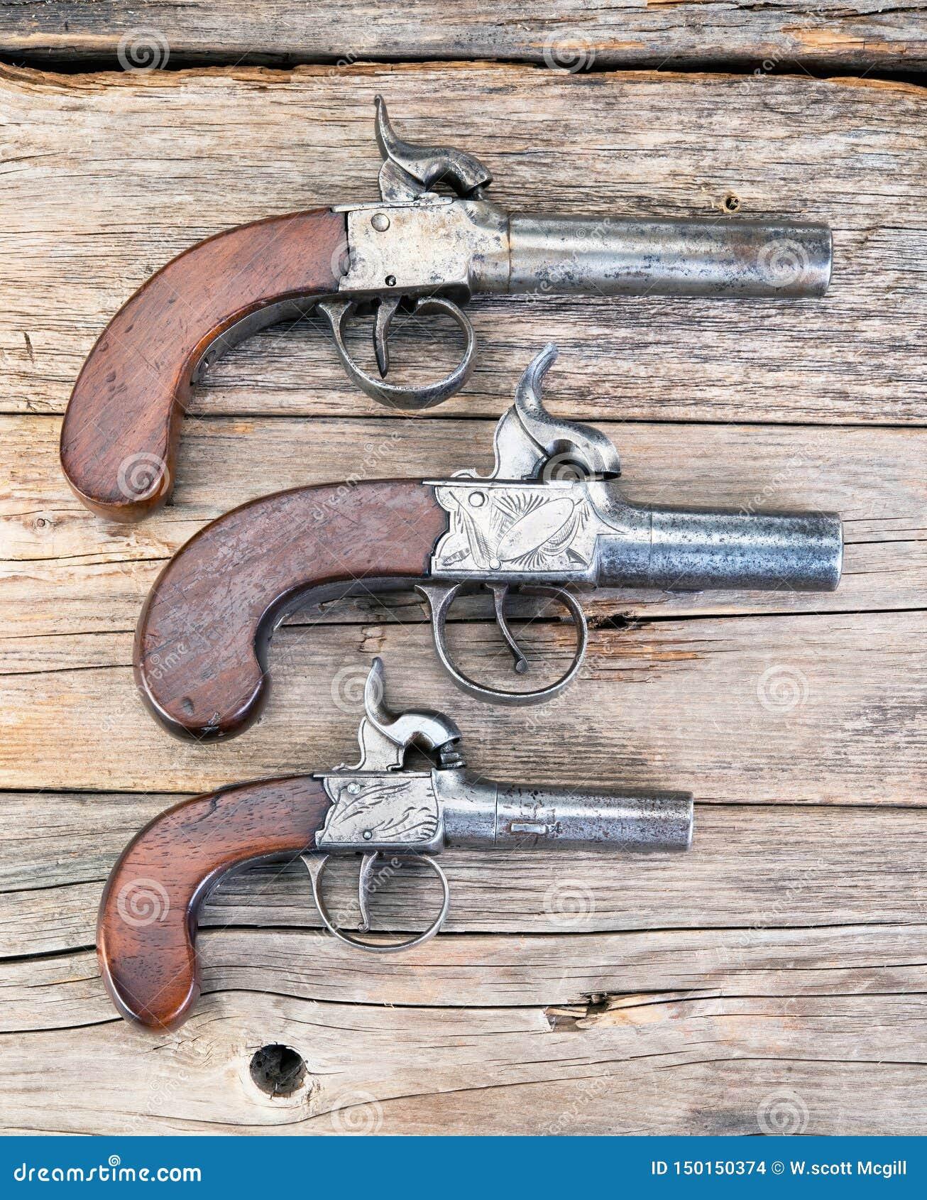 Pistolets antiques de manchon