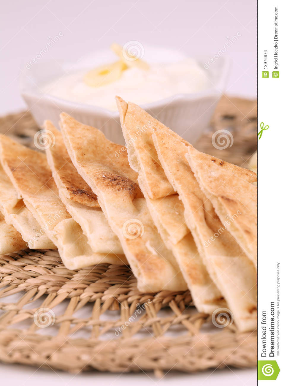 how to serve pita bread with dips