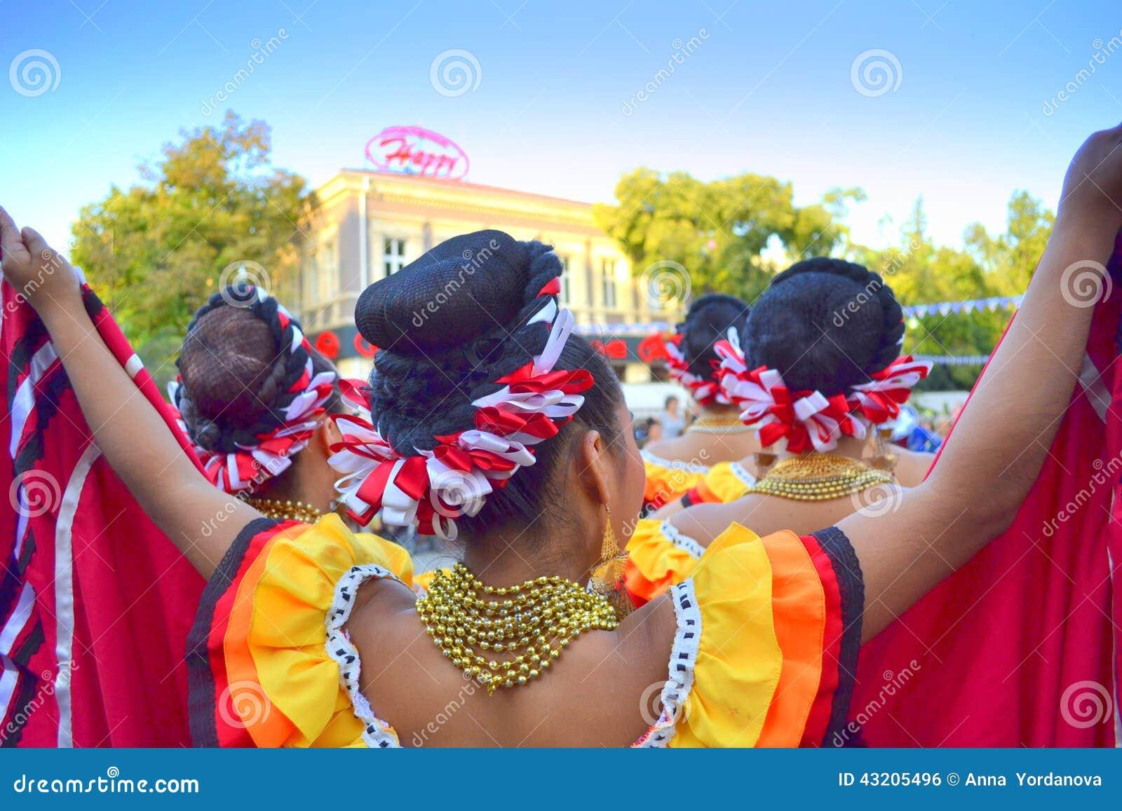 Download Pittoreskt Mexicanskt Bekläda För Kvinnor Redaktionell Bild - Bild av järtecknet, close: 43205496