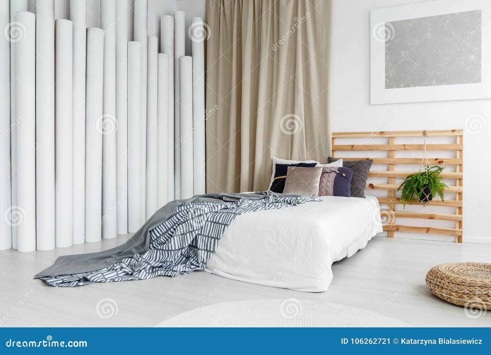 Parete Camera Da Letto Argento : Pittura d argento nella camera da letto specializzata immagine