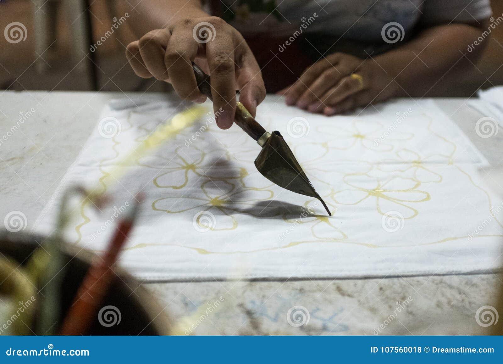 Pittura del batik di tiraggio della mano